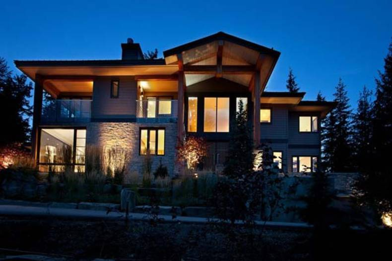 Astounding Mountain Residence in Whistler, Canada
