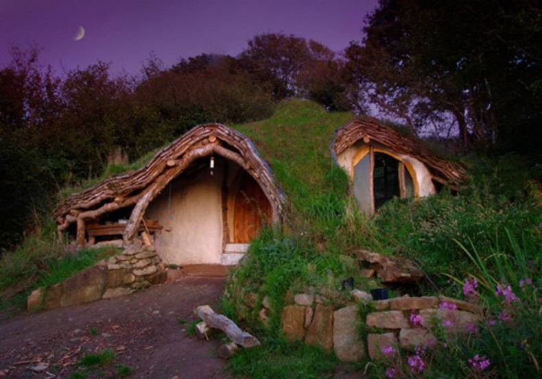 Woodland Home: The Hobbit House by Simon Dale