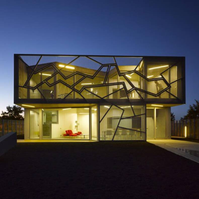 The Modern Geometric House Design: Casa Zafra by Eduardo Arroyo of No.Mad Architects