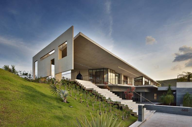 White House Design: North Bay Road Residence