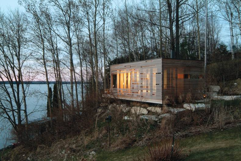Modest Sunset Cabin by Taylor Smyth Architects