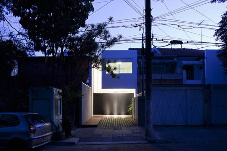 Functional 4 × 30 House in Sao Paulo, Brazil