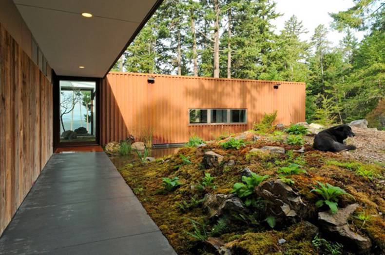 Eagle Ridge – the modern residence surrounded by forest