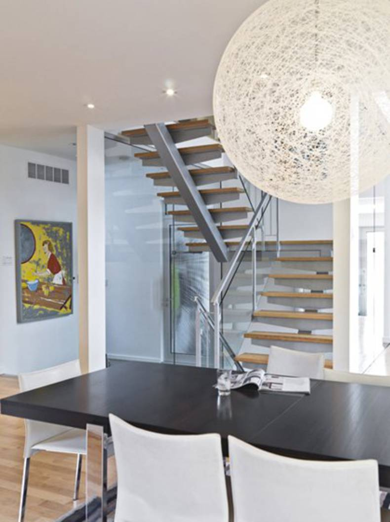 Modern and Traditional LightHouse in Ottawa by Linebox Studio