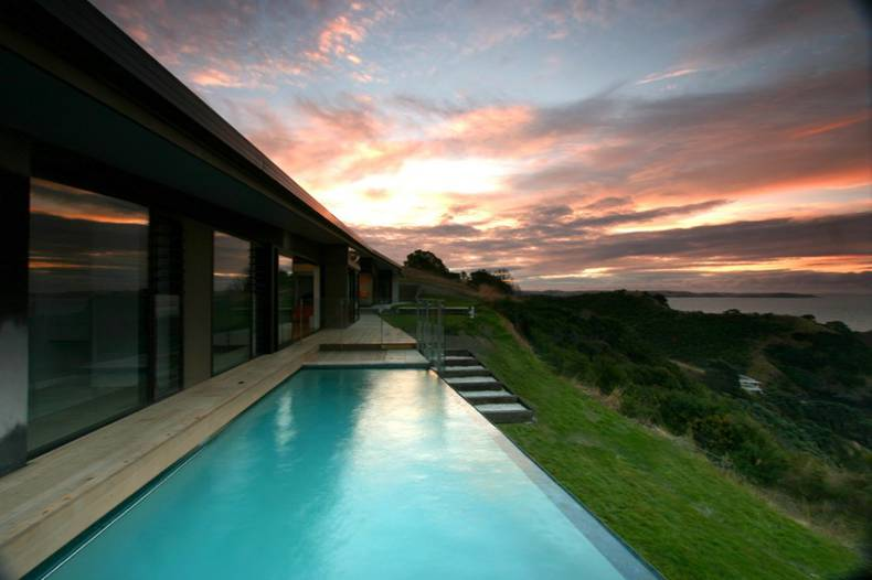 Korora House in New Zealand by Daniel Marshall Architects