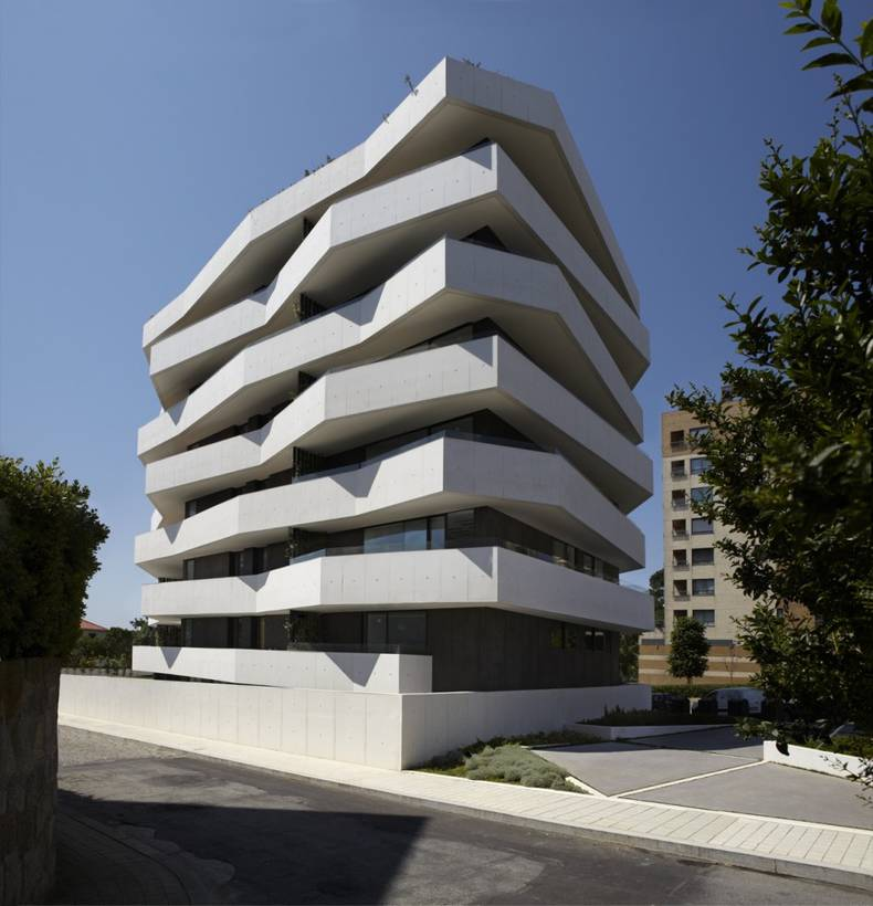 Geometric Apartment Building by dEMM Arquitectura