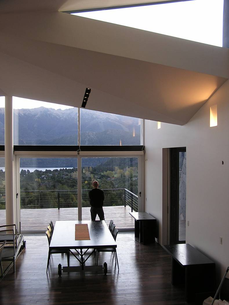 Beautiful Mountain House by Alric Galindez Architects