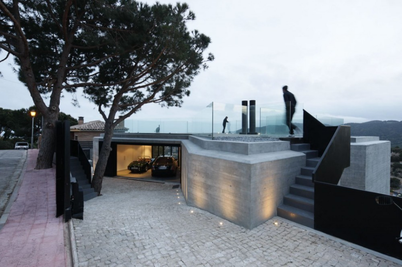 X House on the Hill by Cadaval & Solà-Morales