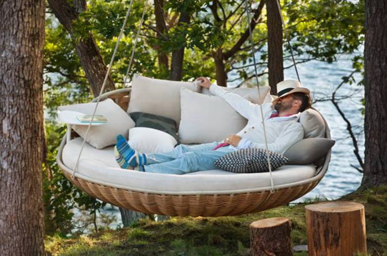 Swingrest Lounger for Hanging it Indoors and Outdoors: by Dedon